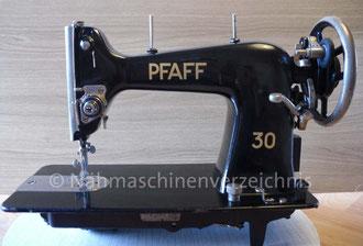 Pfaff 30, Geradstich Haushaltsnähmaschine, eingebaut in einem Tisch für Fußantrieb, Vorrichtung für Anbaumotor vorhanden, Hersteller: G. M. Pfaff AG, Kaiserslautern, Baujahr ca. 1934 (Bilder: I. Naumann, B. Schlappa und K. Schmid)
