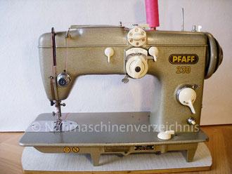 Pfaff 230 Automatic, Flachbett, Fußantrieb, normale Vorrichtung für Anbaumotor vorhanden, Hersteller: G. M. Pfaff AG, Kaiserslautern, Baujahr 1958 (Bilder: I. Naumann, M. Maag u. M. Obenaus)