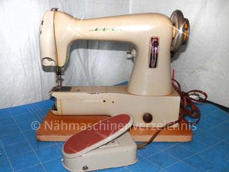 Helvetia Portable Freiarm-Nähmaschine, Hersteller: ehem. Schweizerische Nähmaschinenfabrik Luzern, Helvetia  (Bilder: M. Maag)