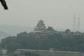 唐津城・・・黄砂とPMで景色がかすんでいました。