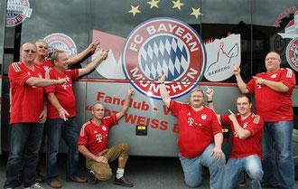 der neue Fanbus der Fanclubvereinigung Rot Weiss Bamberg