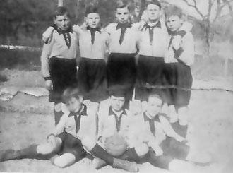 Die Jugendmannschah im Jahr 1929 (v.l.n.t.): Hinten: Anton Schorp, Albert Deutschle, Richard Straub, Georg Bach, Josef Truffner. Vorne: Josef Straub, Hans Truffner, Josef Schorp.