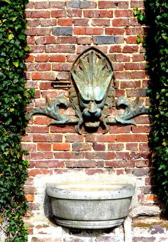 La fontaine du château de St-Quentin-Lamotte la Croix au Bailli- Ph: Patrice Lenne