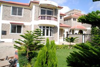 Drei Mal sind wir mit den Kindern umgezogen - jeweils in größere, bessere Häuser. In diesem Haus mit Garten leben die Kinder seit Mai 2012.