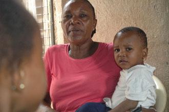 """Manu hatte im Februar 2010 noch keinen Namen. Erst wenige Tage war er im Kinderheim, sprach kein einziges Wort und weinte sehr verstört. Die anderen Kinder nannten in daher """"Mtoto mgeni""""- das fremde Kind."""