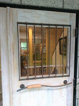 木とアイアンのドア 木製玄関ドア