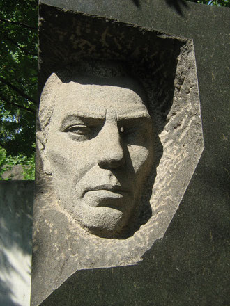 Памятник на могиле И.И. Черевичного
