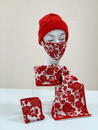 同柄マスク、ハンカチも販売中