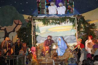La scène de la nativité (crèche vivante).