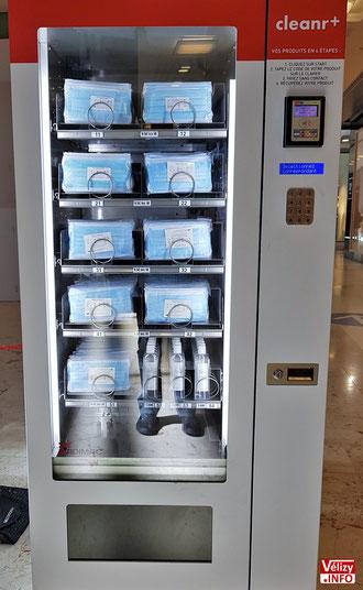 Distributeur automatique de masques à Vélizy 2.