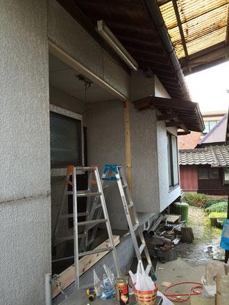 キッチン増築中(外部)