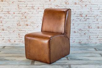Clubsessel Daiana aus Rindsleder, durch seine maskuline Form passt dieser Echtleder Sessel perfekt in jede Hotelbar oder Lounge