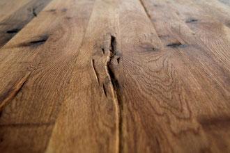 Detailbild Tischplatte rustikal Eiche