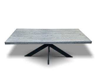 Industriedesign Esstisch aus Eiche mit einem Spider Tischgestell
