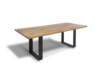 Kufentisch aus alter Eiche im angesagten Industrial-Look nach Maß