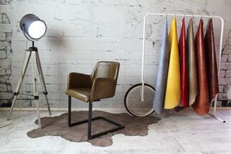 Schwing Stuhl Martin gepolsterte Sitzschale in Echtleder, Gestell Kastenprofil Stahl Industrie Design