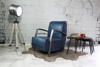 ounge Sessel Lexie im Italienischen Design, die schrägen Armlehnen laufen parallel zum Sitz, stylisch und bequem, der perfekte Sessel