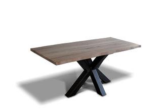 Esstisch mit Baumkante im Industrial-Look und Spider Tischgestell