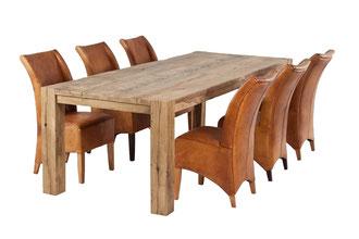 Rustikaler Esstisch aus Altholz Eiche nach Mass