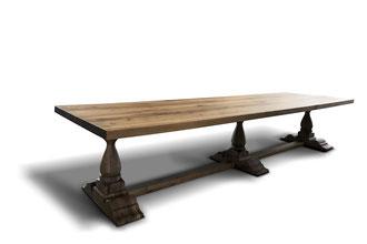 Großer Rittertisch aus Eiche mit Balusterbeinen
