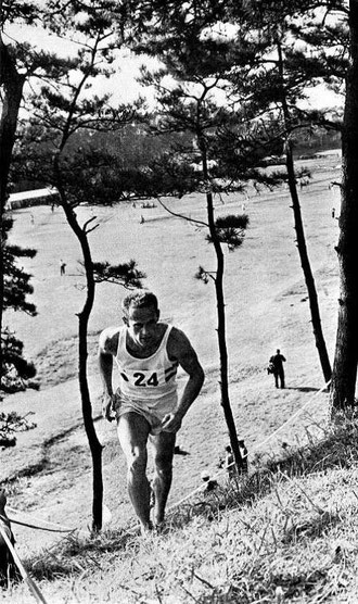 1964 Tokyo: Olympic Champion Ferenc Torok on a tough running course