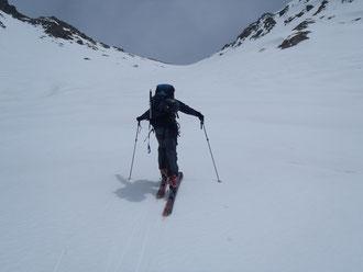 中岳と南岳の鞍部を目指してシール登高