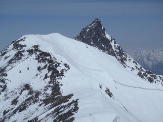 中岳山頂から大喰岳と槍の穂先