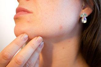 Gesichtsbehandlungen im Kosmetikstudio in Basel