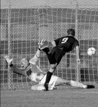 24': Di Conza realizza di testa il gol vittoria