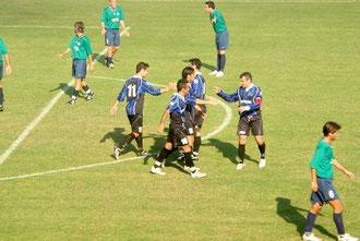 47': festa dopo il secondo gol di Pennone