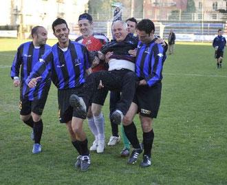 Marinelli portato in trionfo a fine gara