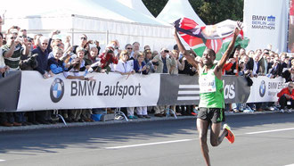 Während ich noch bei KM 30 war, freute sich ein anderer Patrick über einen neuen Weltrekord
