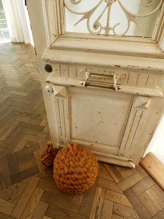 大型ロープドアストッパー。床とドアも良いです。
