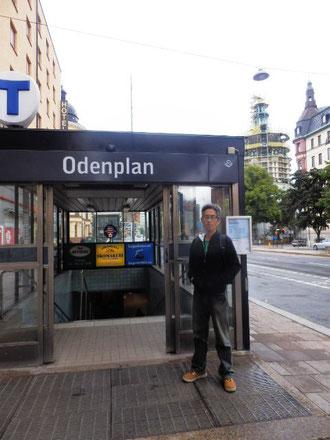 骨董品を探しにオデンプラン駅へ。Tマークは地下鉄の目印