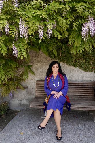 Plus Size Model in Lila Kleid