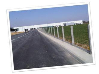 clôture grillage simple torsion piquet béton avec plaque de soubassement