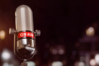 Was machen Radiosprecher eigentlich, um so locker und souverän zu klingen, wie sie klingen? Aufwärmen! Lass dir von mir zeigen, wie es funktioniert.