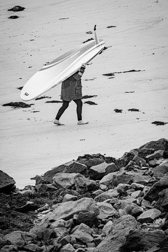 Plouguerneau planchiste surfeur marche sable