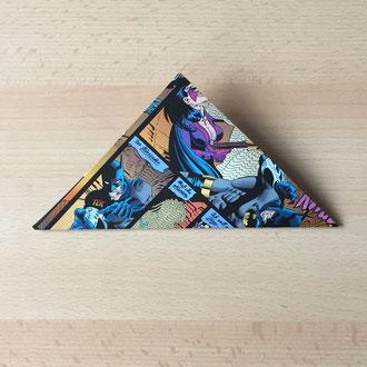 Falte das Papier zu einem Dreieck.
