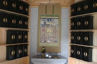完成した涅槃堂の内部