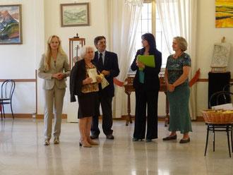Proclamazione della Socia onoraria Lucia Fiorasi - da sinistra Licia Massella, Lucia Fiorasi, il Presidente onorario Enrico Luigi Boni, Emanuela Terragnoli, Maria Angela Fiorasi - scatto di Milena Cervini