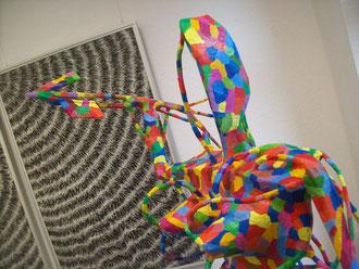 Abbildung der Walküren-Skulptur Gerlinde die mit einem Speer bewaffnet ist