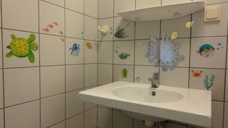 Kinderwaschbecken im Sanitärhaus 2 (D/H-Bereich)