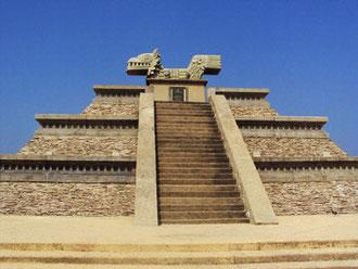 Los Olmecas, nuestra cultura madre, los Proto-Mayas, apenas reconocidos por los arqueólogos, los dueños de los mares y en contacto con Egipto, Africa, China, Polinesia... (pirámide de Coatzacoalcos)