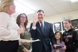 Councilman Russ Huegel sworn in