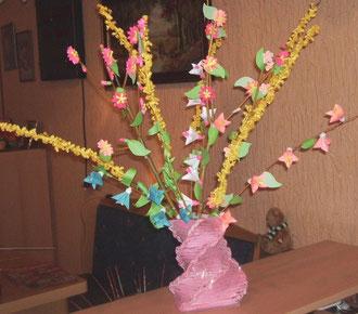 Vase aus Zeitung - Weide - Origami + Quilling - Blumen