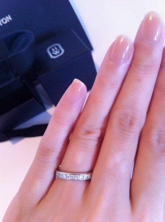 指輪の太さも、華奢すぎず、存在感もあり、品あるジャストなバランスです! さりげないのでどこにでもつけていけますね*^^*