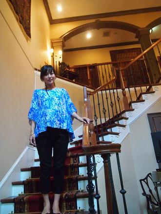 もう7か月です^^* お腹、かなり大きいです。どうもマタニティ服に購買意欲がわかないので、昨日今日と最近青色にはまっているという母が買ってきた マタニティの服着てます(笑)