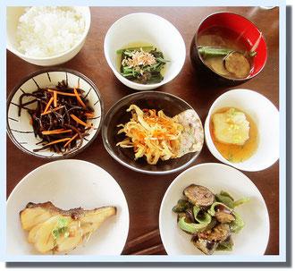第一回目はアスリートのための基本の和食。有機野菜等を使って8品作りました。