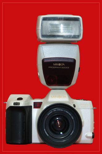MINOLTA Dynax 8000i Prestige oder auch Space edition mit Objektiv AF 35-105mm f/3.5-4.5 sowie Blitz 3200i